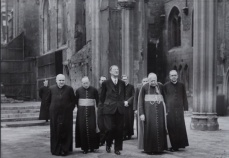 Éamon deValera visits the ruins of St George's Cathedral with Archbishop Amigo, early 1940s. Copyright: Nucleus Photographer, Britton Street (File reference: CATH4.4)
